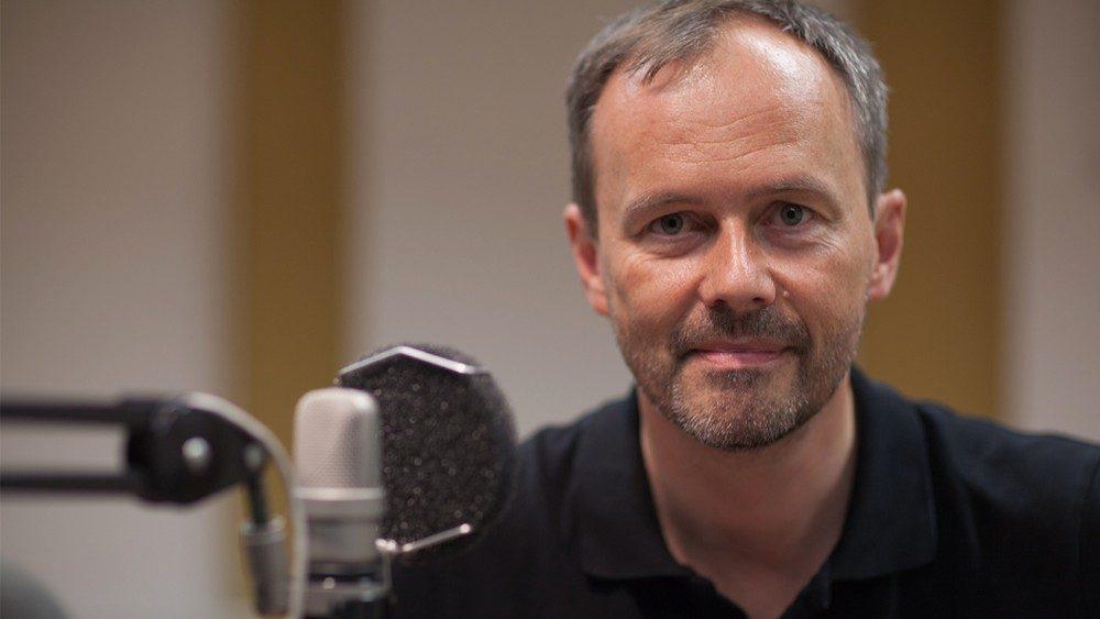 El Padre Bernd Hagenkord S.I. en los estudios de la Radio Vaticana