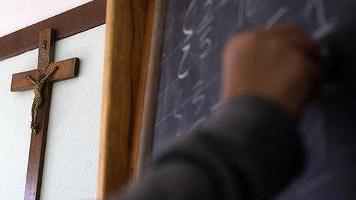 Dạy môn tôn giáo trong lớp học