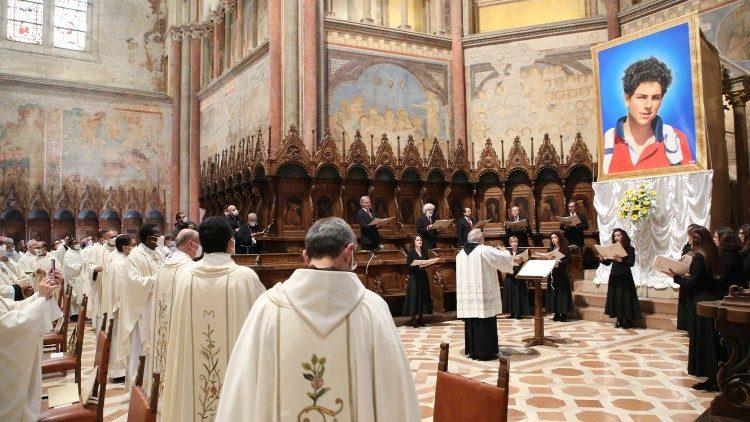 Beatifikacija mladega Carla Acutisa, 10. oktobra 2020 v Assisi