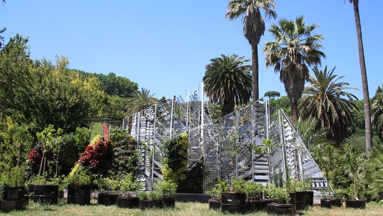 Living Chapel under construction in Rome's Botanical Garden
