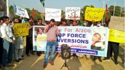 A protest in Pakistan against the forced conversion of Arzoo Raja, a minor Christian girl.