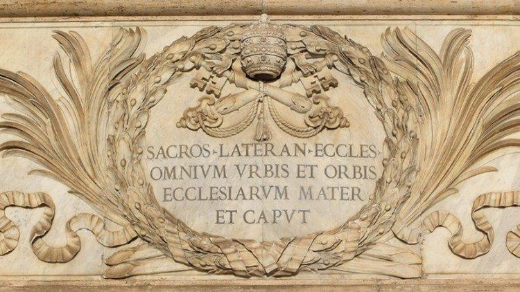Inscription sur la façade de Saint-Jean-de-Latran