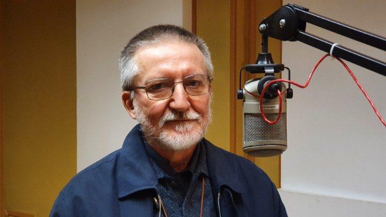 Le père Luigi Maccalli, ici lors de sa visite dans les studios de Radio Vatican en novembre 2020.