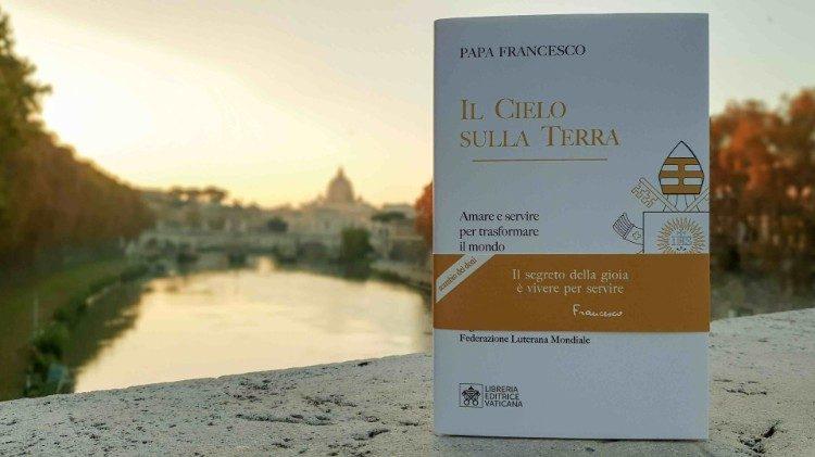 2020.11.21 IL-CIELO-SULLA-TERRA-libro PAPA
