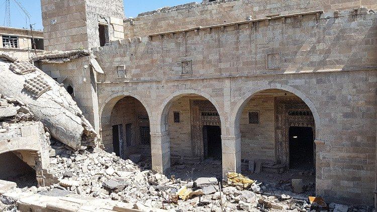 A igreja Al-Tahera dos caldeus de Mosul, saqueada pela Ísis e depois danificada por bombardeios na batalha por Mosul. (Foto de Étienne Piquet-Gauthier / Mesopotâmia, abril de 2018)