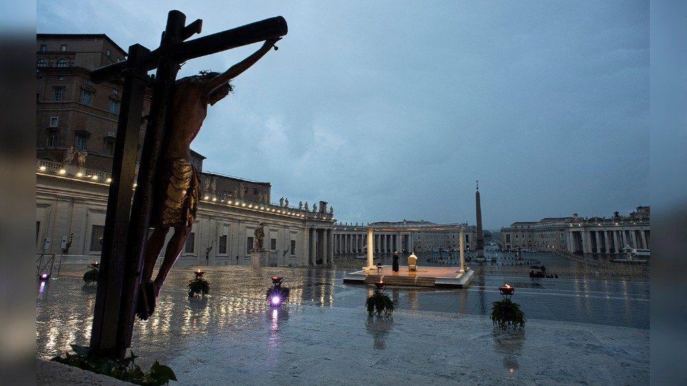 Un anno fa il Papa affidava a Dio l'umanità in balia della tempesta -  Vatican News