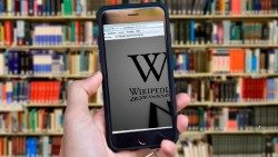Wikipedia, enciklopedi e lirë on line