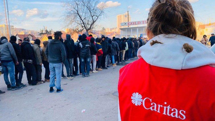 Caritas hỗ trợ phân phối thực thẩm