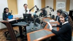 Seàn Patrick Lovett talks to a group of schoolchildren in one of Vatican Radio's studios