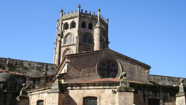 "The cathedral of Ourense uses ""green energy."""