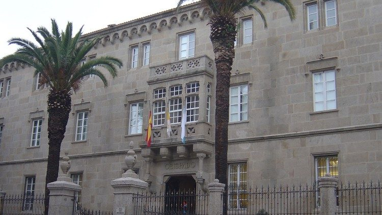 "The episcopal residence of Ourense, one of the buildings supplied by ""green energy."""