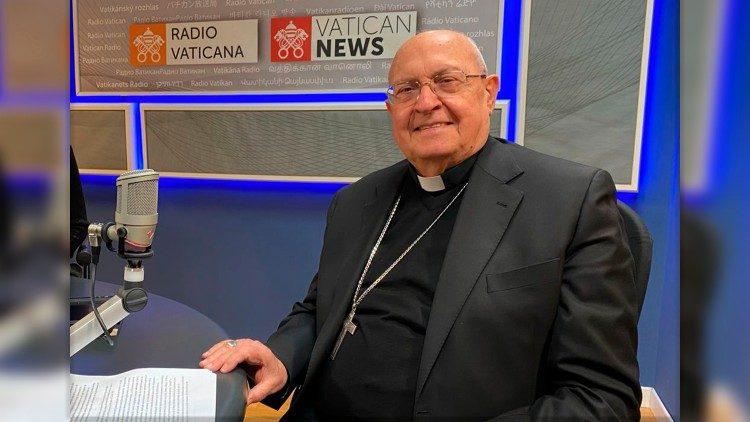 Kardinal Leonardo Sandri v studiu Radia Vatikan