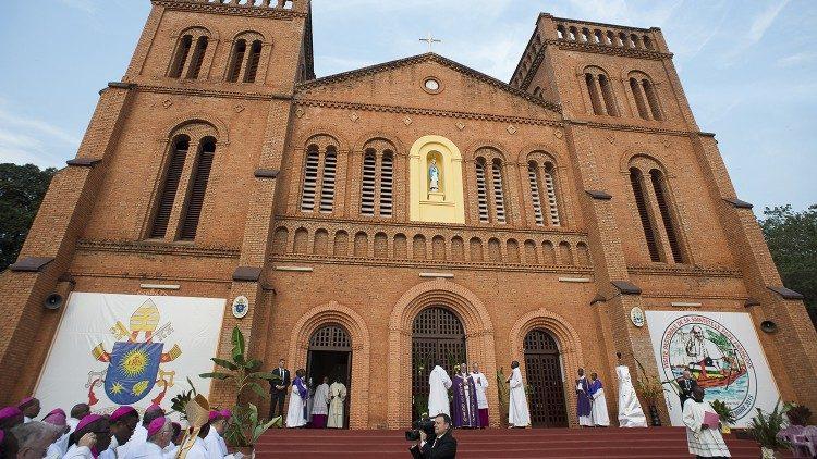 La cathédrale de Bangui décorée pour la visite du Pape, le 29 novembre 2015.