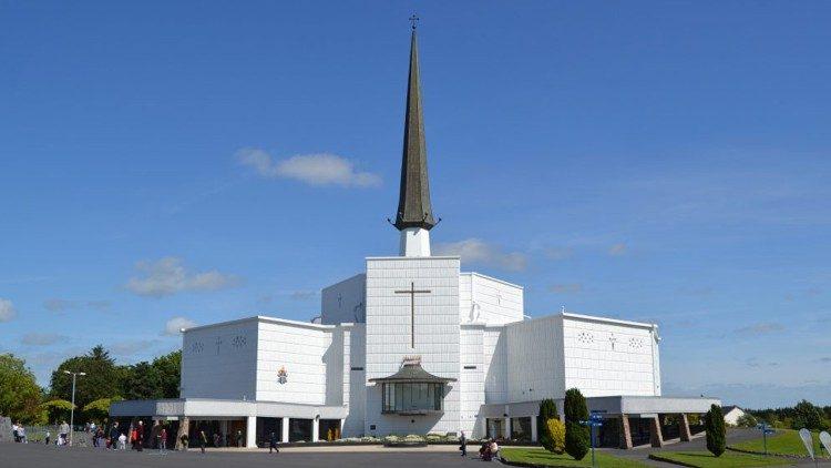 Fachada do Santuário de Knock