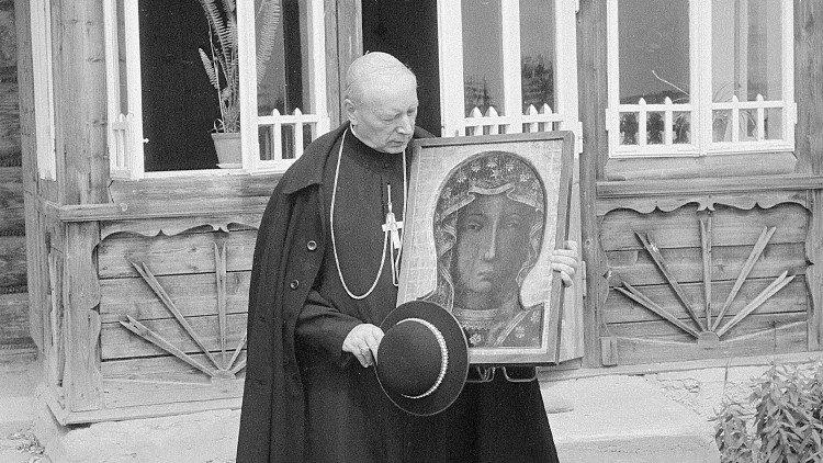 Кардинал Вишинський з іконою Ченстоховської Богоматері