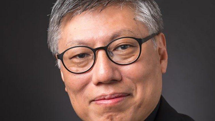 Padre Stephen Chow Sau-yan