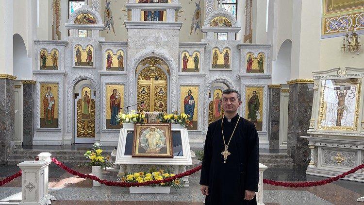 Отець д-р Іван Січкарик в соборі Зарваницької Матері Божої