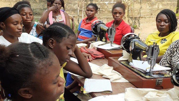 """Jovens de Kinshasa participam no projeto da """"Fundação Papa Francisco para a África"""""""