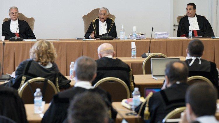 Les magistrats du Vatican lors de la première audience du procès, mardi 27 juillet 2021.
