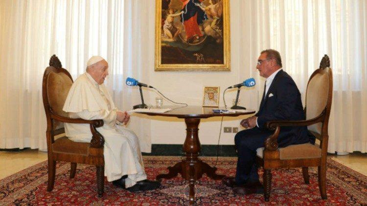 Papa Francisco entrevistado por Carlos Herrera da Rádio espanhola Cope (COPE)