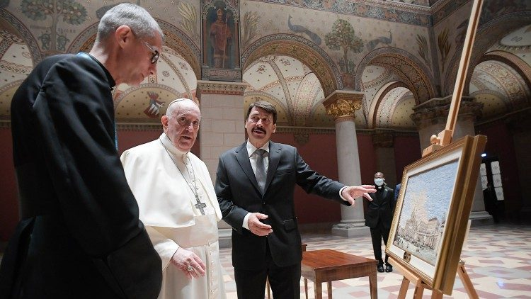 Pope Francis and President Ader admire the Pope's gift