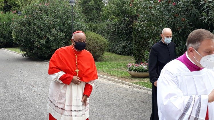 Cardinale Wilton Gregory arrives at the parish