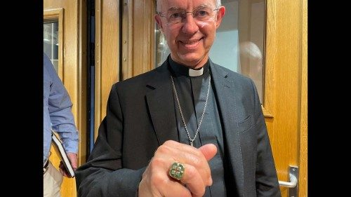 Archbishop Welby wearing Paul VI's pastoral ring