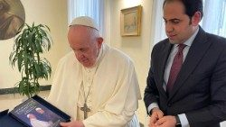 "2021.04.10 Mohamed Abdelsalam presents Pope Francis with a copy of his new book ""The Pope and the Grand Imam: A Thorny Path"""