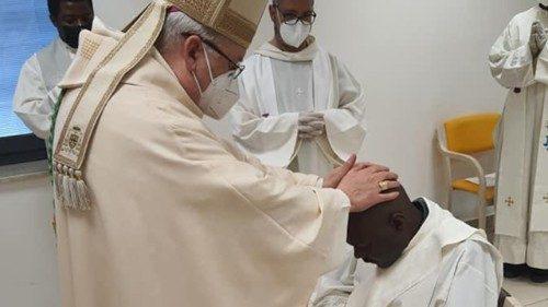 Faleceu padre Livinus, sacerdote ordenado na Quinta-feira Santa - Vatican News